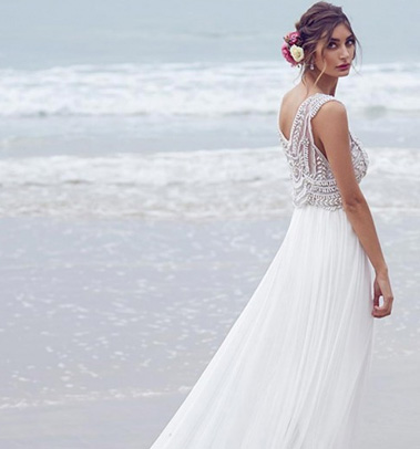 7 Tips For Finding Your Perfect Destination Wedding Dress
