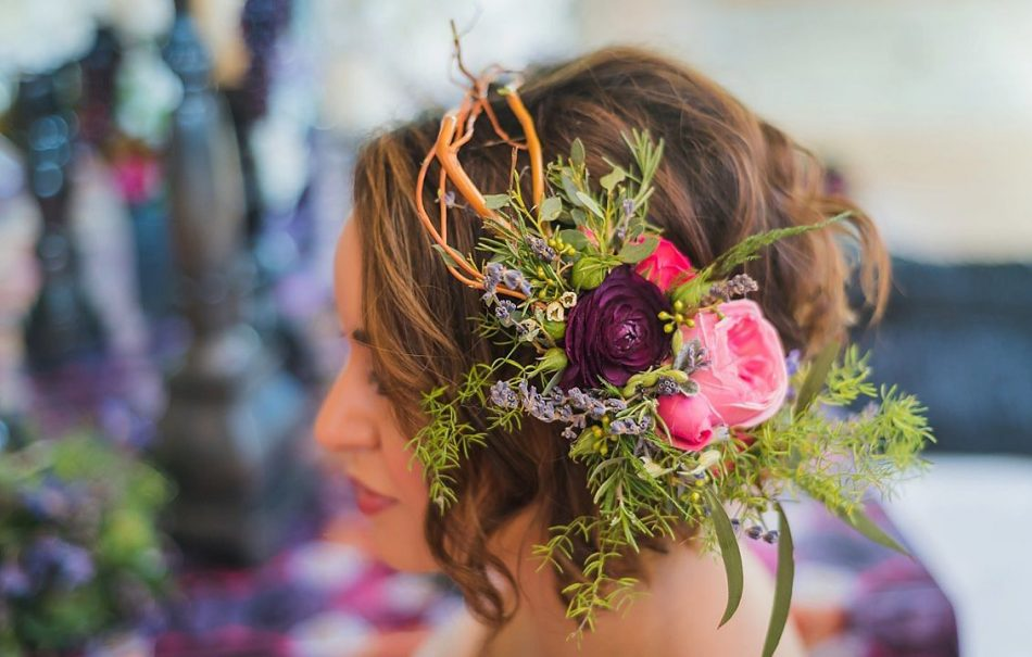 Get creative with a jewel toned hair piece by Jane Kelly Floral. #Milwaukee #WeddingIdeas #WeddingsbyFunjet