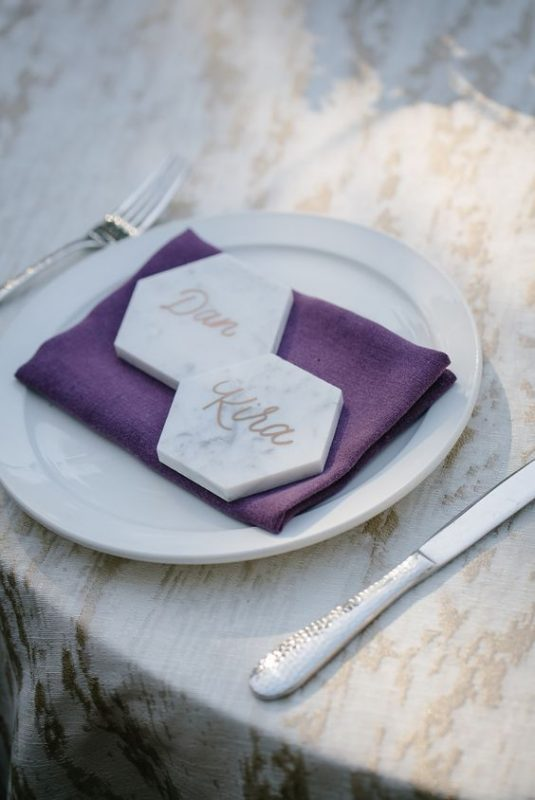 What better way than to incorporate the best of both worlds with a subtly colored shape and an ultra violet dinner napkin? #weddingtrends